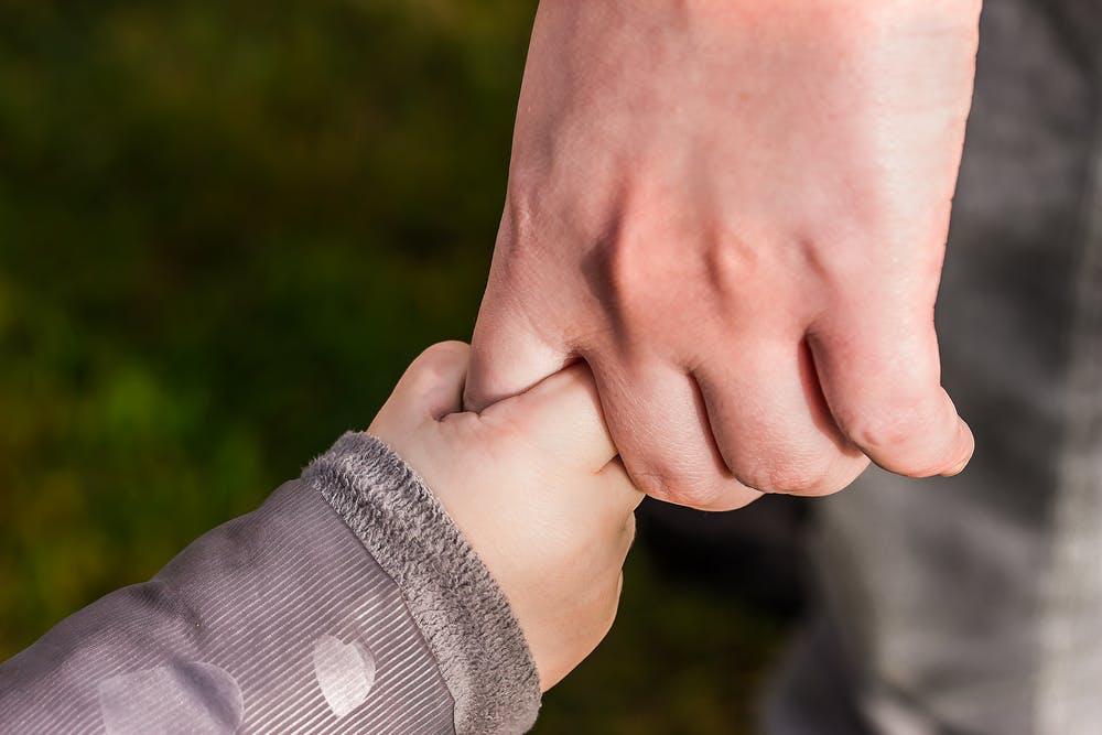 dítě ruka