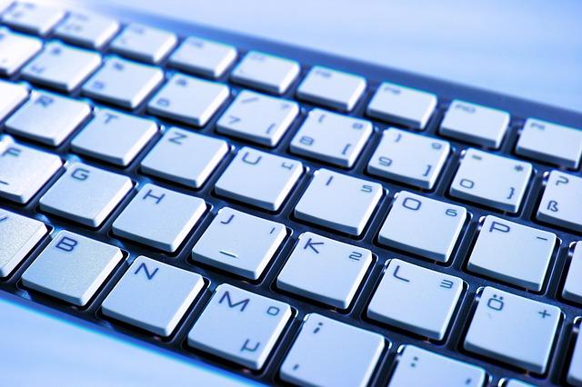 klávesnice bílá