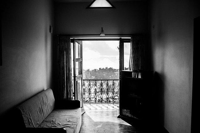 otevřené okno, vzduch, balkón