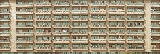 typické balkóny na paneláku